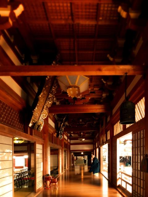 28善寶寺感慶殿回廊s.jpg